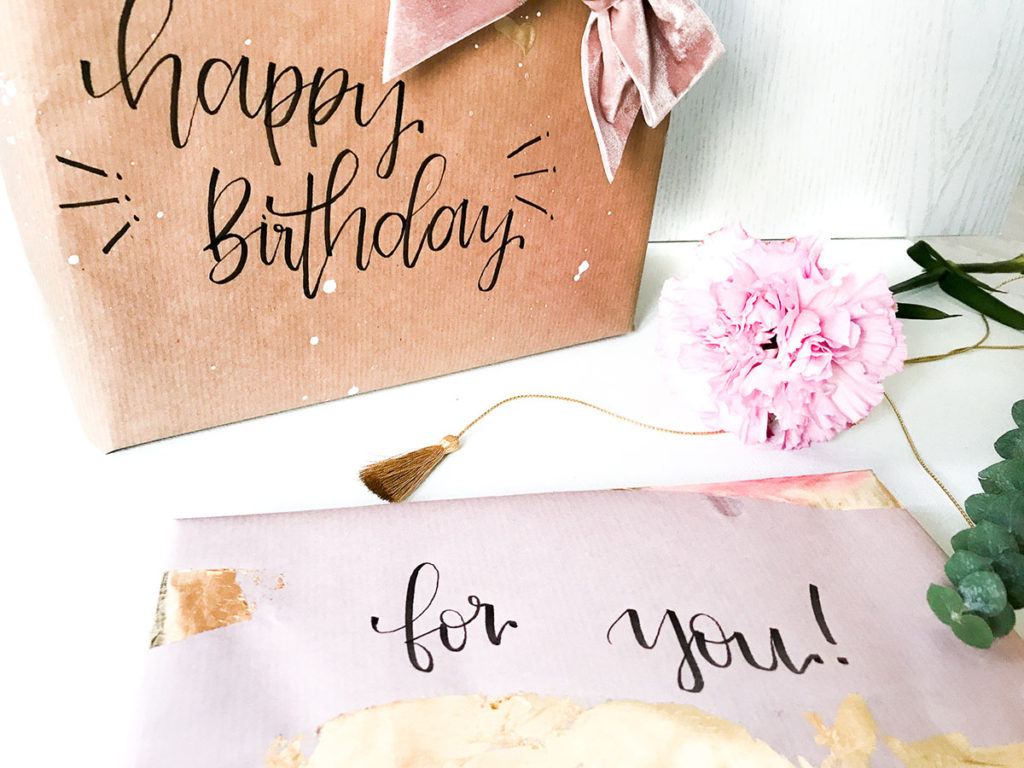 Geschenkpapier | selber machen | Geschenkpapier selbermachen | Geschenkpapier DIY | DIY | Pimp it up | Packpapier anmalen | Packpapier aquallieren | Geschenkpapier aufpimpen