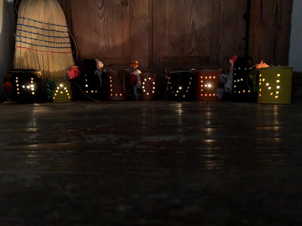 diy | do it yourself | selbermachen | halloween | halloween diy | basteln | kinderbasteln | basteln für halloween | basteln mit kindern | büchsen | büchsen mit licht | büchsenlicht | halloween licht