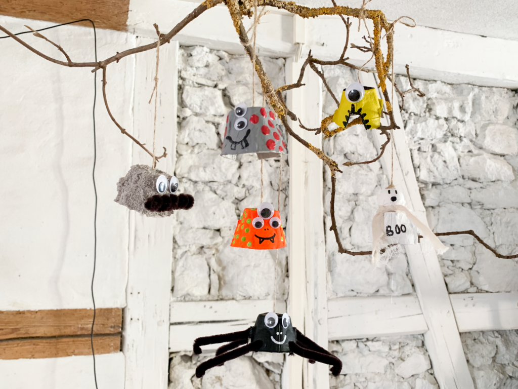 diy | do it yourself | selbermachen | halloween | halloween diy | basteln | kinderbasteln | basteln für halloween | basteln mit kindern | mobile aus eierschachteln | eierkartons mobile | mobile | mobile für halloween
