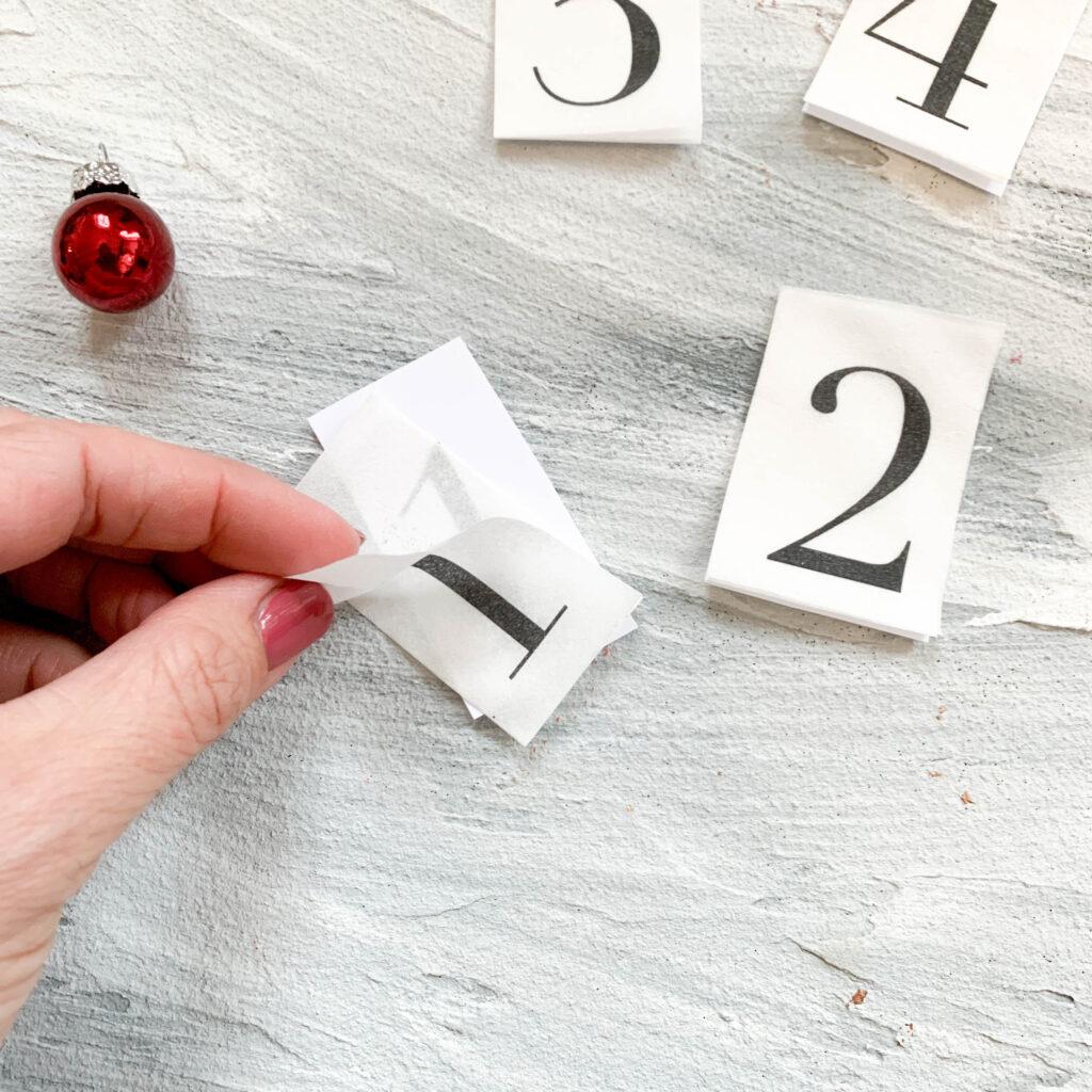 Advent | Adventskerzen | Adventskerze | Material | Adventskranz | Adventskranz DIY | DIY | Weihnachtsbasteln | Weihnachten | Vorbereitung | Serviettentechnik | Serviettenschichten lösen
